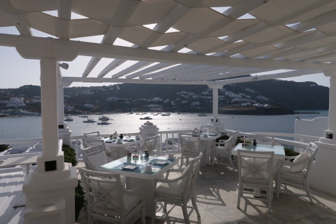 KIVOTOS MYKONOS: BREAKFAST AT LA MEDUSE RESTAURANT