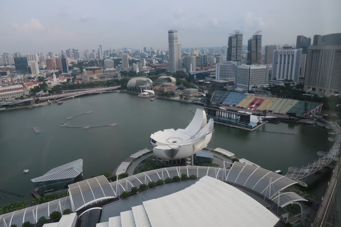 MARINA BAY SANDS: CLUB ROOM - VIEW
