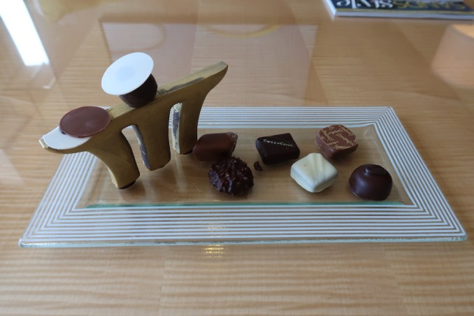 MARINA BAY SANDS: CLUB ROOM - WELCOME CHOCOLATES