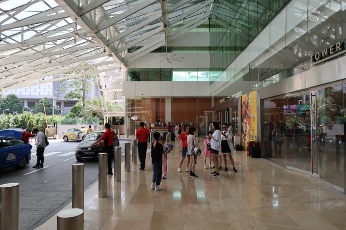 MARINA BAY SANDS: ENTRANCE AREA