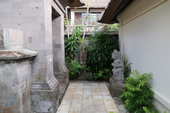PREMIER OCEAN VILLA - ENTRANCE COURTYARD
