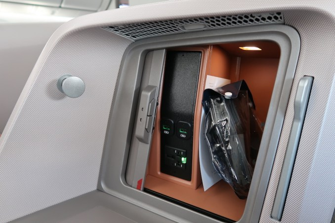 SINGAPORE AIRLINES B787: BUSINESS CLASS SEAT