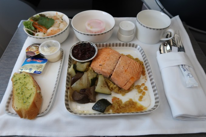 SINGAPORE AIRLINES B787: LUNCH