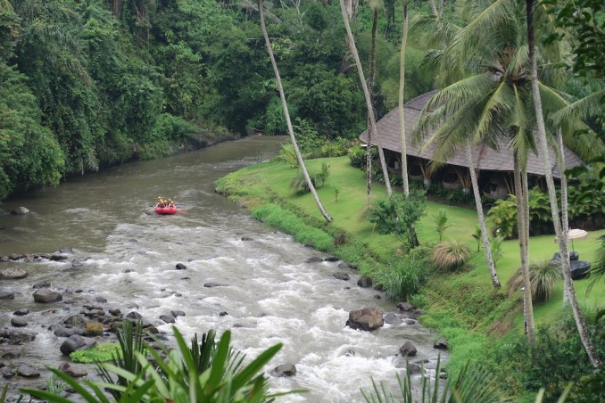 MANDAPA: RESORT GROUNDS - AYUNG RIVER