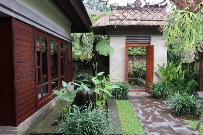 MANDAPA: ONE BEDROOM POOL VILLA - ENTRANCE