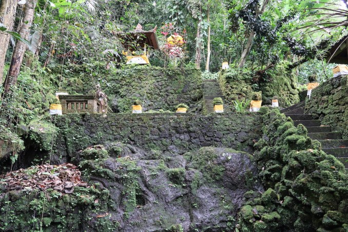 AMANDARI: AYUNG VALLEY - HINDU SHRINE​