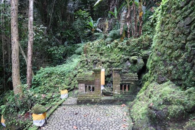 AMANDARI: AYUNG VALLEY - HINDU SHRINE