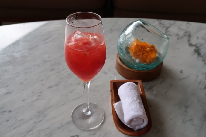 FOUR SEASONS SAYAN: LOBBY - WELCOME DRINK