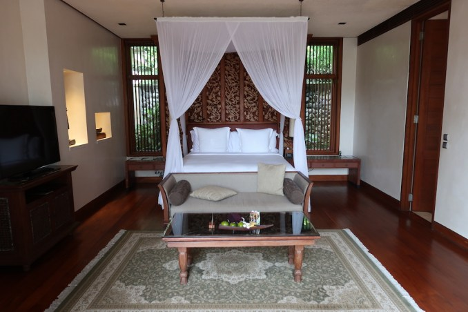 FOUR SEASONS SAYAN: ONE BEDROOM VILLA - BEDROOM