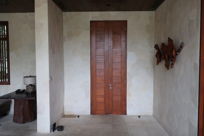 FOUR SEASONS SAYAN: ONE BEDROOM VILLA - ENTRANCE