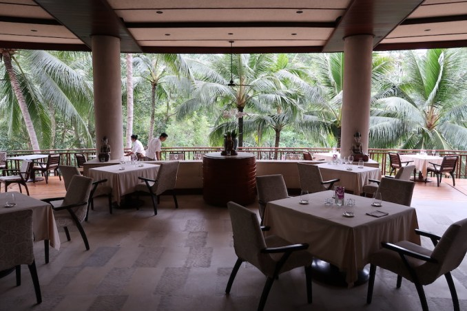 FOUR SEASONS SAYAN: AYUNG TERRACE RESTAURANT
