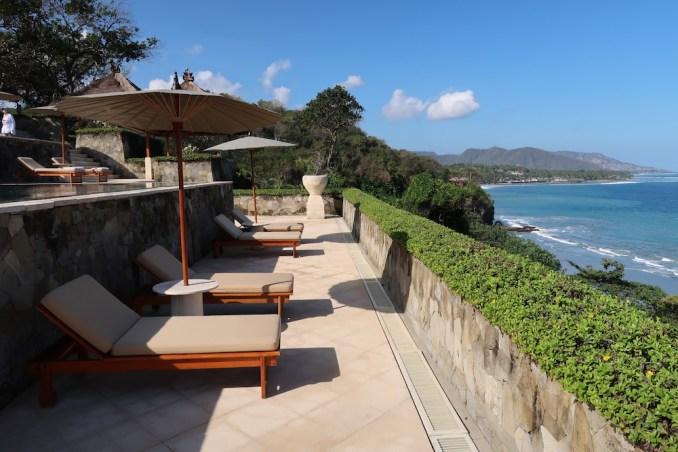 AMANKILA: POOL AREA - VIEW OF BEACH