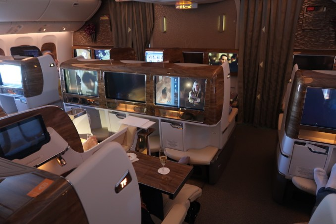 EMIRATES B777 BUSINESS CLASS CABIN (SMALL CABIN)
