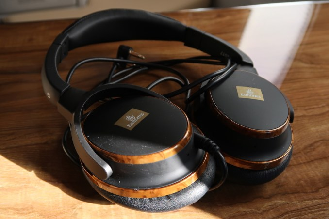 EMIRATES B777 BUSINESS CLASS: NOISE CANCELLING HEADPHONES