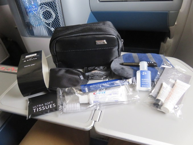 DELTA B767 BUSINESS CLASS: AMENITY KIT