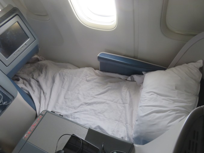 DELTA B767 BUSINESS CLASS SEAT 3D: FLATBED POSITION