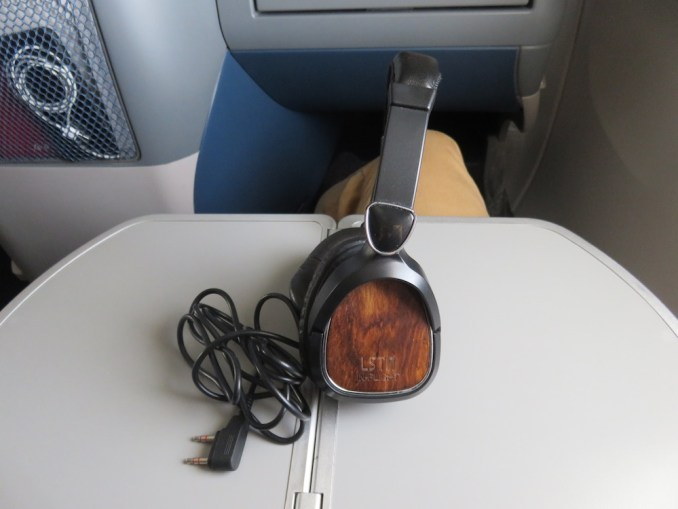 DELTA B767 BUSINESS CLASS: NOISE CANCELLING HEADPHONES