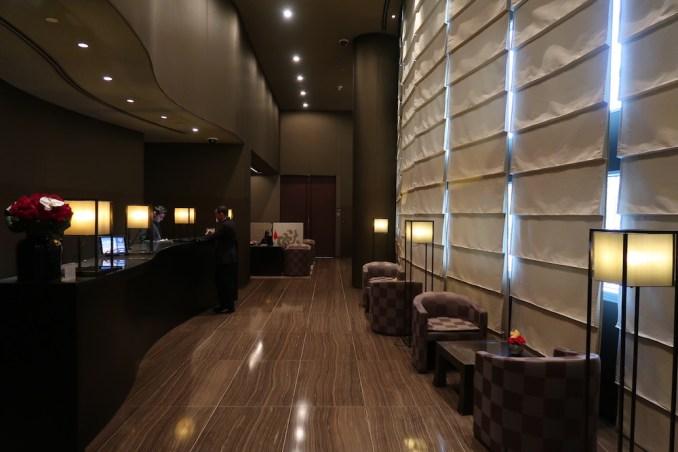 ARMANI HOTEL DUBAI: LOBBY - RECEPTION DESK