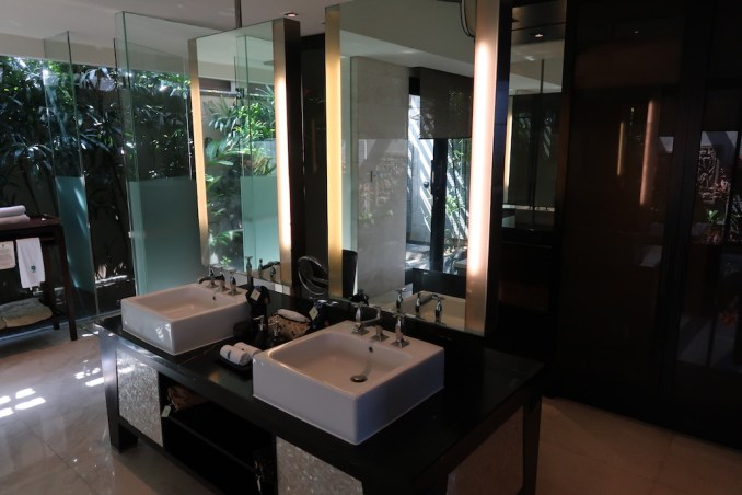 BANYAN TREE UNGASAN: OCEAN VIEW VILLA - BATHROOM
