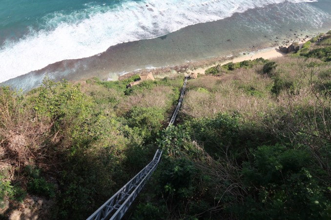 BULGARI BALI: INCLINED ELEVATOR TO BEACH