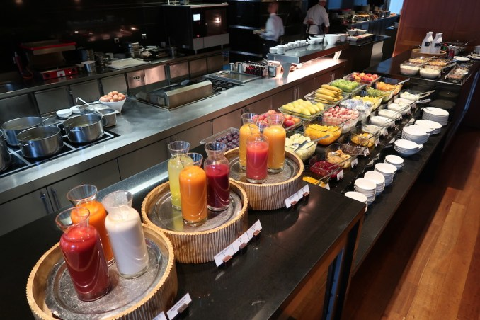 PARK HYATT HAMBURG: BREAKFAST AT APPLES RESTAURANT