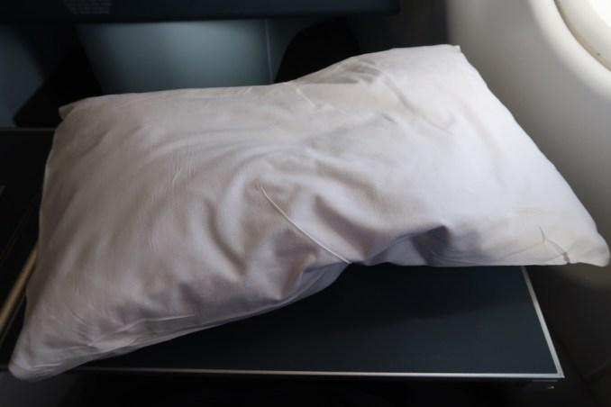 KLM A330 BUSINESS CLASS: SLEEPING AMENITIES - PILLOW