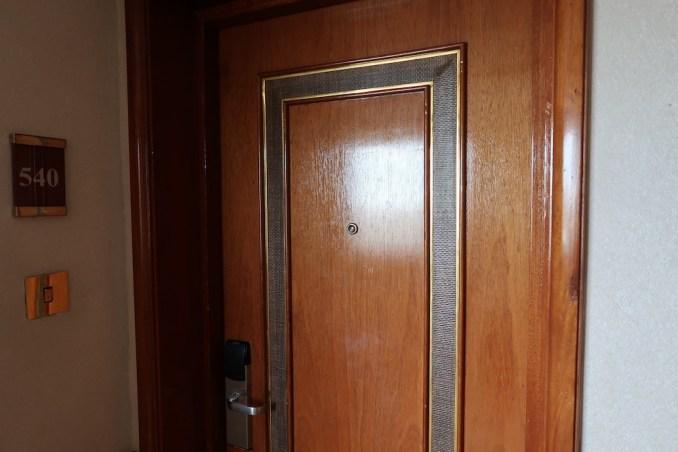 SERENA KIGALI HOTEL: DELUXE ROOM (ENTRANCE)