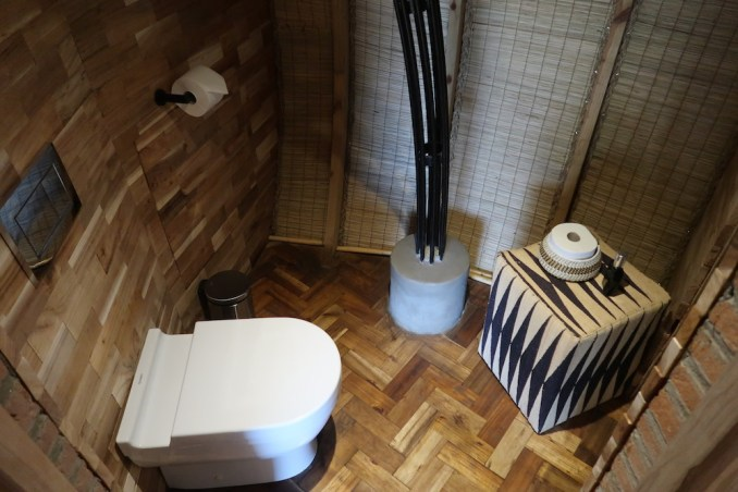 BISATE LODGE: VILLA - BATHROOM