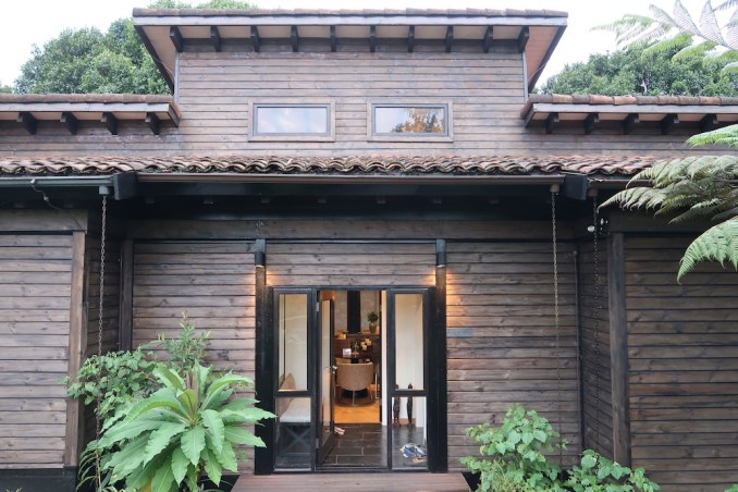 ONE&ONLY NYUNGWE HOUSE: FOREST SUITE - ENTRANCE