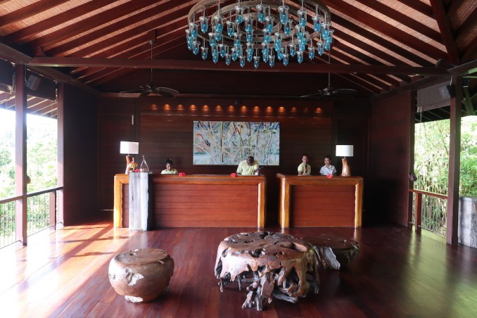 FOUR SEASONS SEYCHELLES: LOBBY