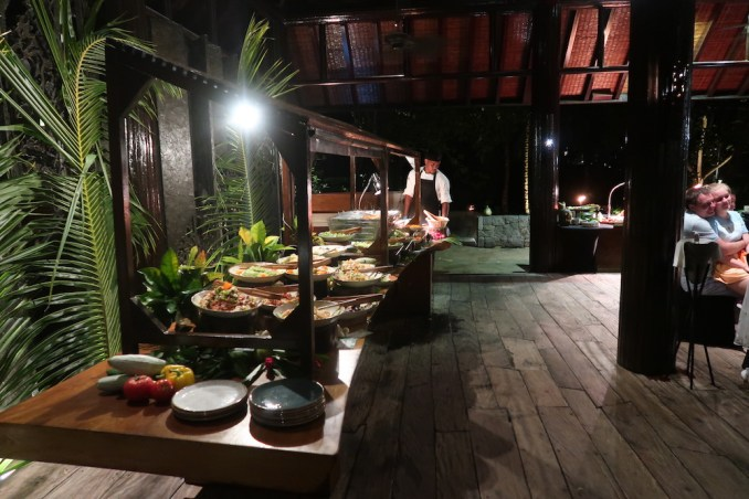 FOUR SEASONS SEYCHELLES: CREOLE BUFFET AT KANNEL