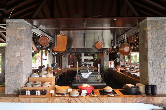 FOUR SEASONS SEYCHELLES: ZEZ RESTAURANT (BREAKFAST)