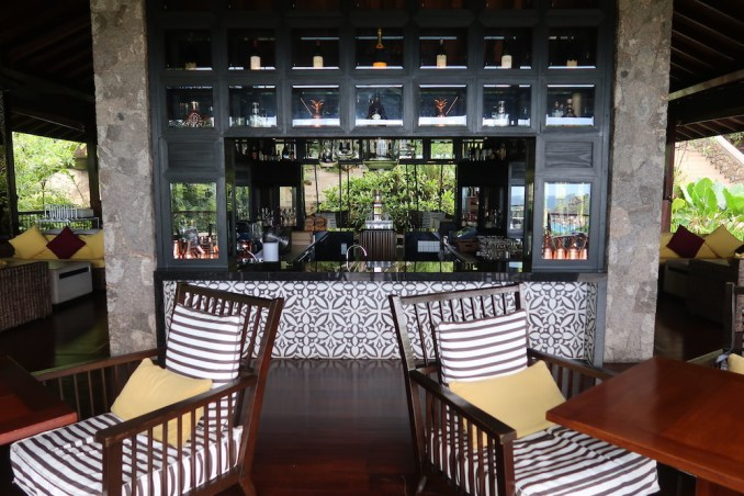 FOUR SEASONS SEYCHELLES: ZEZ LOUNGE