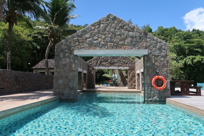 FOUR SEASONS SEYCHELLES: SWIMMING POOL