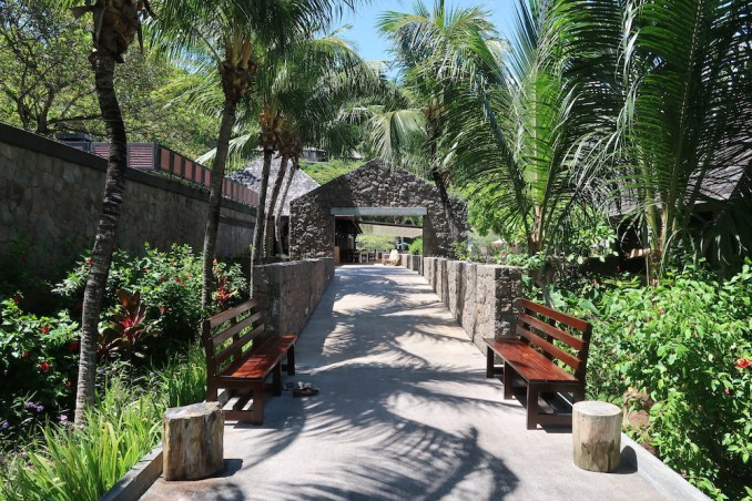 FOUR SEASONS SEYCHELLES: ENTRANCE TO POOL AREA