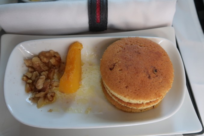 AVIANCA B787 BUSINESS CLASS: BREAKFAST