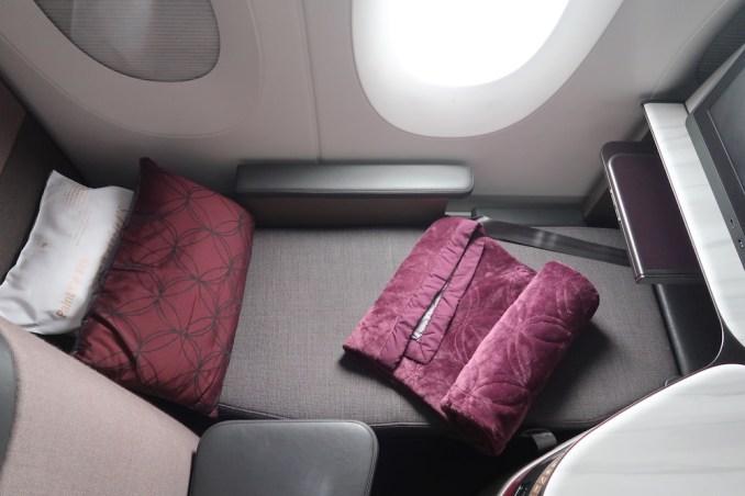 QATAR AIRWAYS A350 QSUITE (FLAT-BED POSITION)