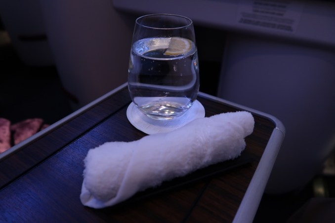 QATAR AIRWAYS A330 BUSINESS CLASS: WELCOME DRINK