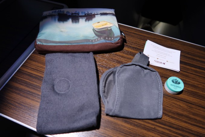 QATAR AIRWAYS A330 BUSINESS CLASS: AMENITY KIT