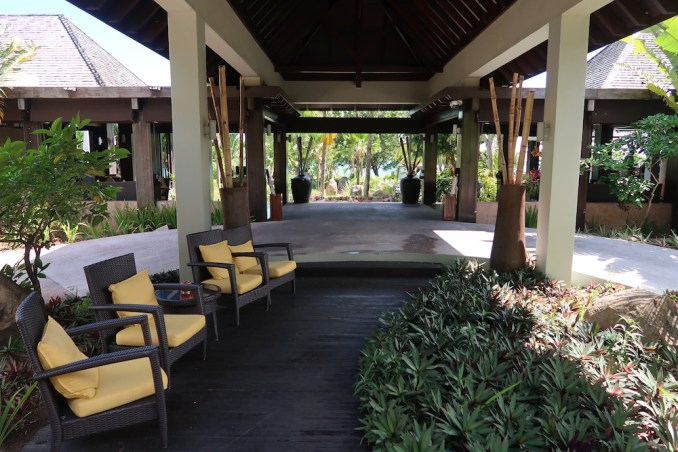 RAFFLES SEYCHELLES: ENTRANCE TO POOL AREA