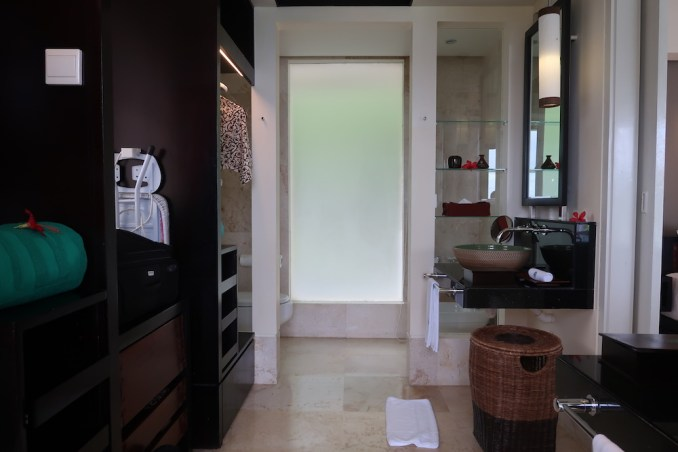 BANYAN TREE SEYCHELLES: VILLA - BATHROOM