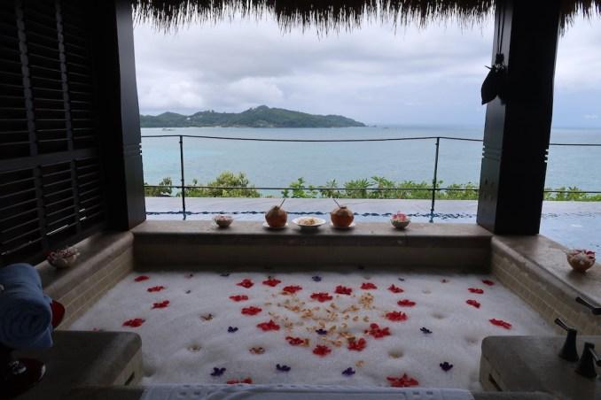 MAIA RESORT SEYCHELLES: VILLA - OUTDOOR BATHTUB