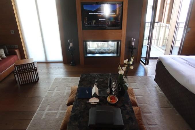 THE CHEDI ANDERMATT: DELUXE ROOM (BEDROOM)