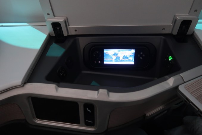 AIR CANADA B787 BUSINESS CLASS SEAT