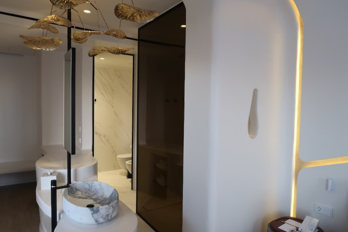 CAVO TAGOO MYKONOS: HONEYMOON SUITE (BATHROOM)