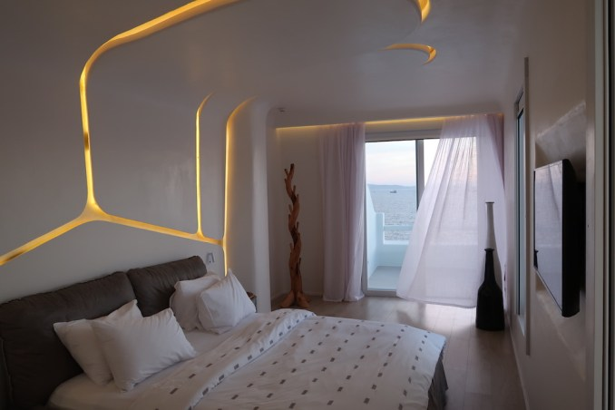 CAVO TAGOO MYKONOS: HONEYMOON SUITE (BEDROOM)