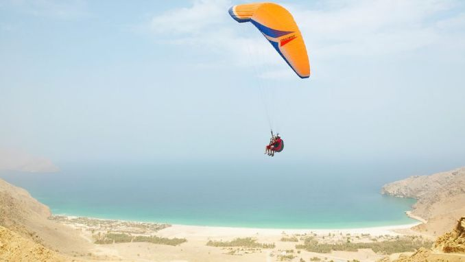 ARRIVE BY PARAGLIDER AT SIX SENSES ZIGHY BAY (OMAN)