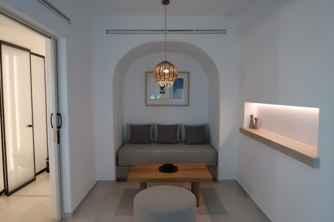 CANAVES OIA EPITOME: TWO BEDROOM VILLA (LOWER FLOOR BEDROOM)