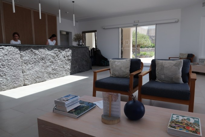 CANAVES OIA EPITOME: LOBBY
