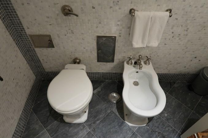 JK PLACE CAPRI: BATHROOM
